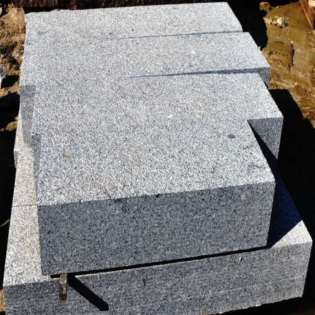 Granit-Blockstufen Griys Hellgrau 18 x 40 cm 150 cm lang