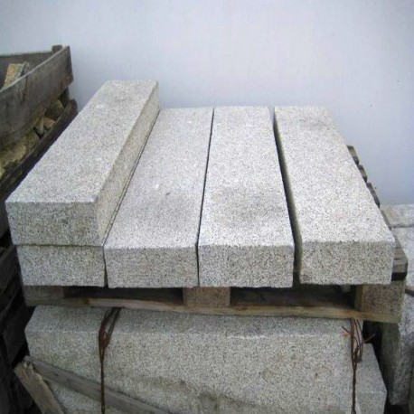 Granit Blockstufen Griys hellgrau 20 x 35 cm 80 cm lang
