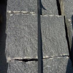 Basalt Blockstufen Schwarz 15 x 35 cm geflammt 60 cm lang
