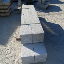 Basalt-Mauersteine Tefrit Schwarz gespalten