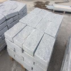 Granit Blockstufen Alvaro Dunkelgrau 15 x 35 cm geflammt