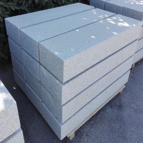 Granit Blockstufen Tiago Hellgelb 15 x 40 cm Gestrahlt 100 cm lang