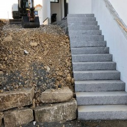 Granit Blockstufen Alvaro Anthrazit 150 cm lang 18 x 35 cm geflammt