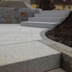 Granit Blockstufen Alvaro Dunkelgrau 18x40 cm geflammt