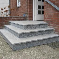 BasaltMauersteine Schwarz 20-25 cm hoch gespalten